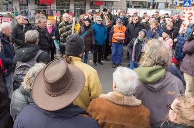 Menschenmenge Traurig - Der Gazetteur
